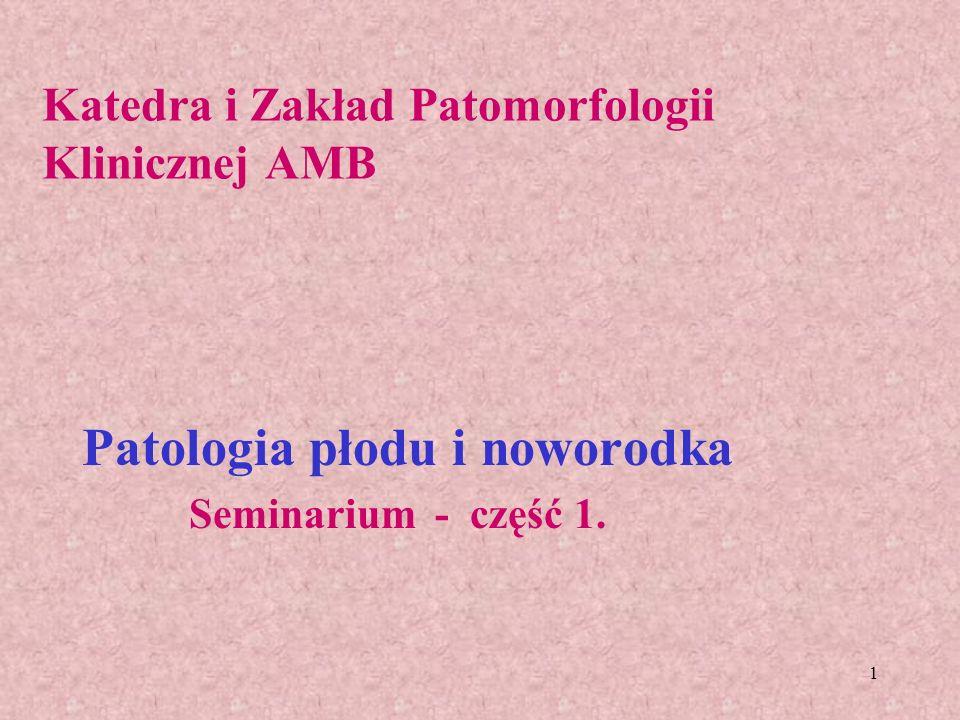 42 Ciężka niedomoga oddechowa noworodków (zespół błon szklistych) - syndroma membranarum hyalinicum Powstaje najczęściej: u wcześniaków, u dzieci, u których przed lub w czasie porodu doszło do niedotlenienia i kwasicy, u dzieci matek z cukrzycą, urodzonych przez cięcie cesarskie, przedwczesne odklejenie łożyska; Zespół: niedodma, przekrwienie, błony szkliste Tworzywem błon szklistych jest osocze - fibrynogen oraz inne białka o mniejszej cząsteczce.