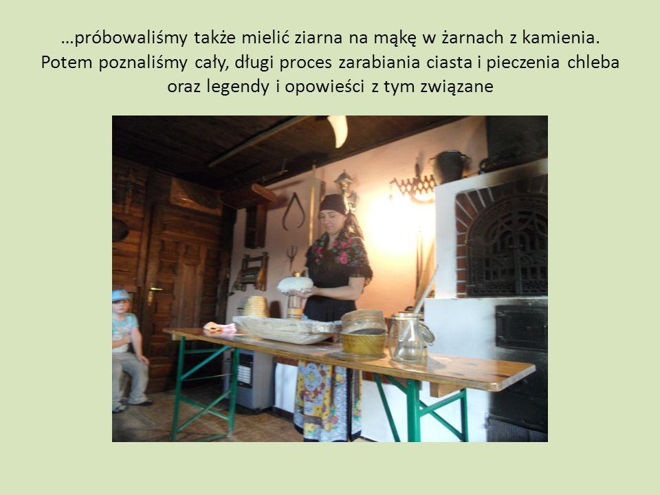 …próbowaliśmy także mielić ziarna na mąkę w żarnach z kamienia.