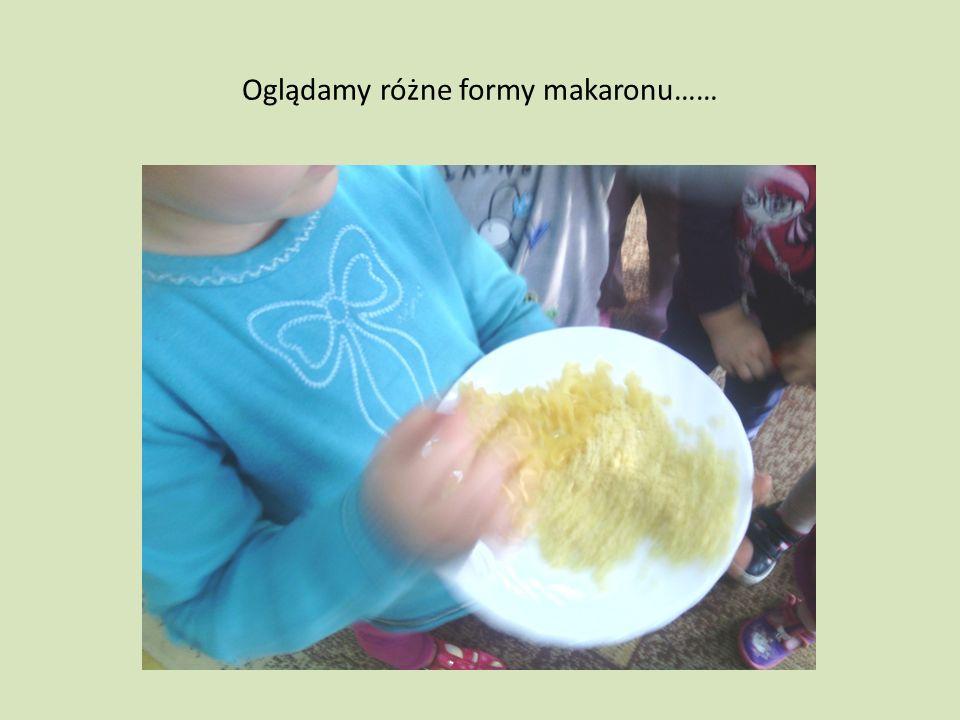 Oglądamy różne formy makaronu……