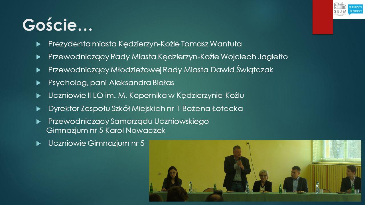 Uczniowie… Na sali było ok.110 uczniów. Uczestnikami debaty byli również nauczyciele PG5 i LO II.