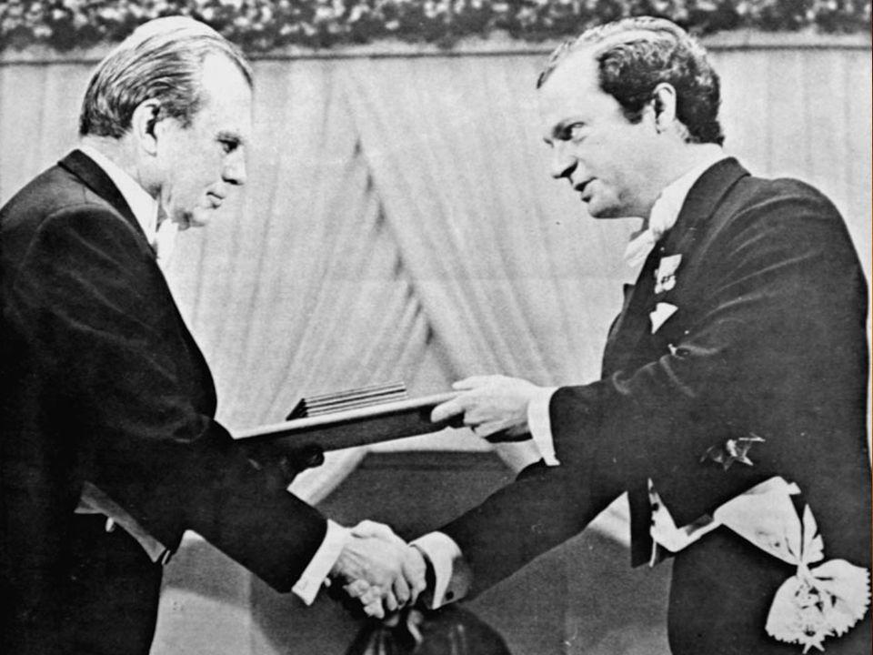 W roku 1980 otrzymał Nobla za całokształt twórczości i wiele innych nagród literackich m.in. Nagrodę Nike(1998),małego Nobla(1978).