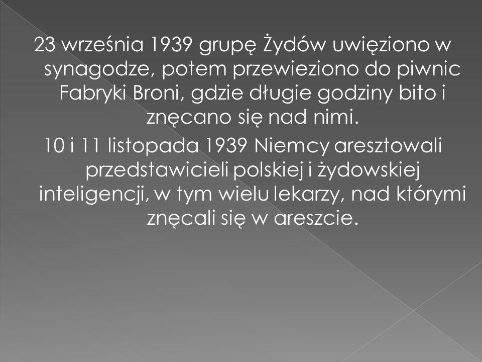 23 września 1939 grupę Żydów uwięziono w synagodze, potem przewieziono do piwnic Fabryki Broni, gdzie długie godziny bito i znęcano się nad nimi. 10 i
