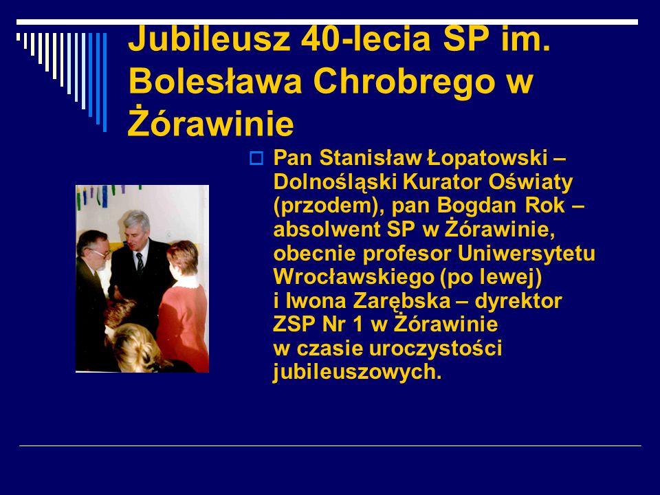 Jubileusz 40-lecia SP im. Bolesława Chrobrego w Żórawinie Pan Stanisław Łopatowski – Dolnośląski Kurator Oświaty (przodem), pan Bogdan Rok – absolwent
