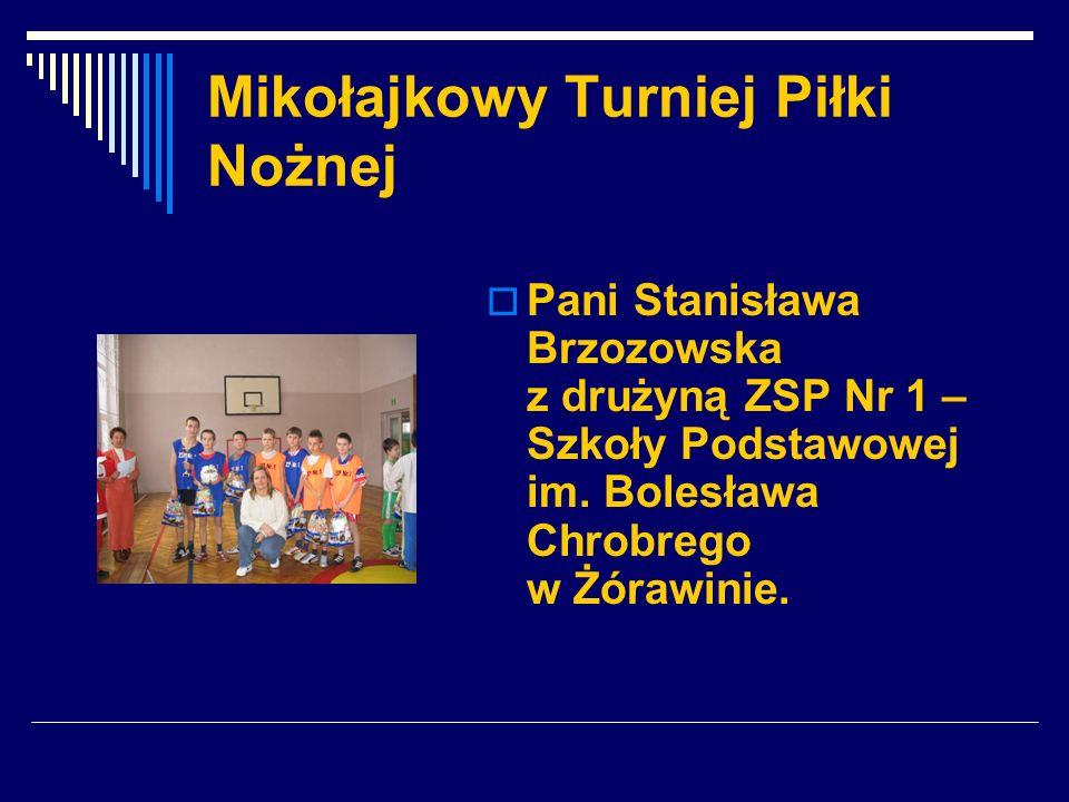 Mikołajkowy Turniej Piłki Nożnej Pani Stanisława Brzozowska z drużyną ZSP Nr 1 – Szkoły Podstawowej im. Bolesława Chrobrego w Żórawinie.