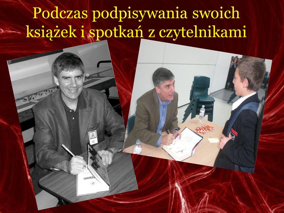 Podczas podpisywania swoich książek i spotkań z czytelnikami