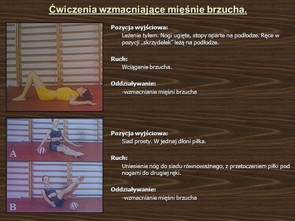 Ćwiczenia wzmacniające mięśnie brzucha. Pozycja wyjściowa: Leżenie tyłem. Nogi ugięte, stopy oparte na podłodze. Ręce w pozycji skrzydełek leżą na pod