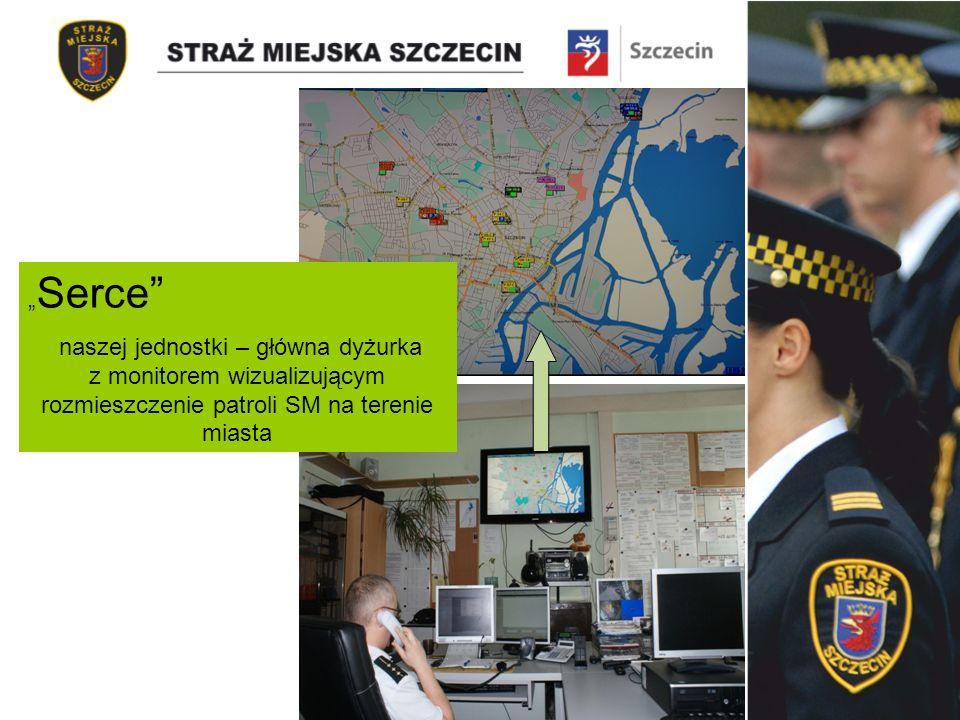 Serce naszej jednostki – główna dyżurka z monitorem wizualizującym rozmieszczenie patroli SM na terenie miasta
