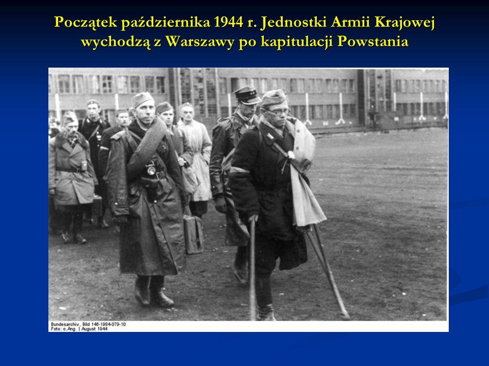Początek października 1944 r. Jednostki Armii Krajowej wychodzą z Warszawy po kapitulacji Powstania