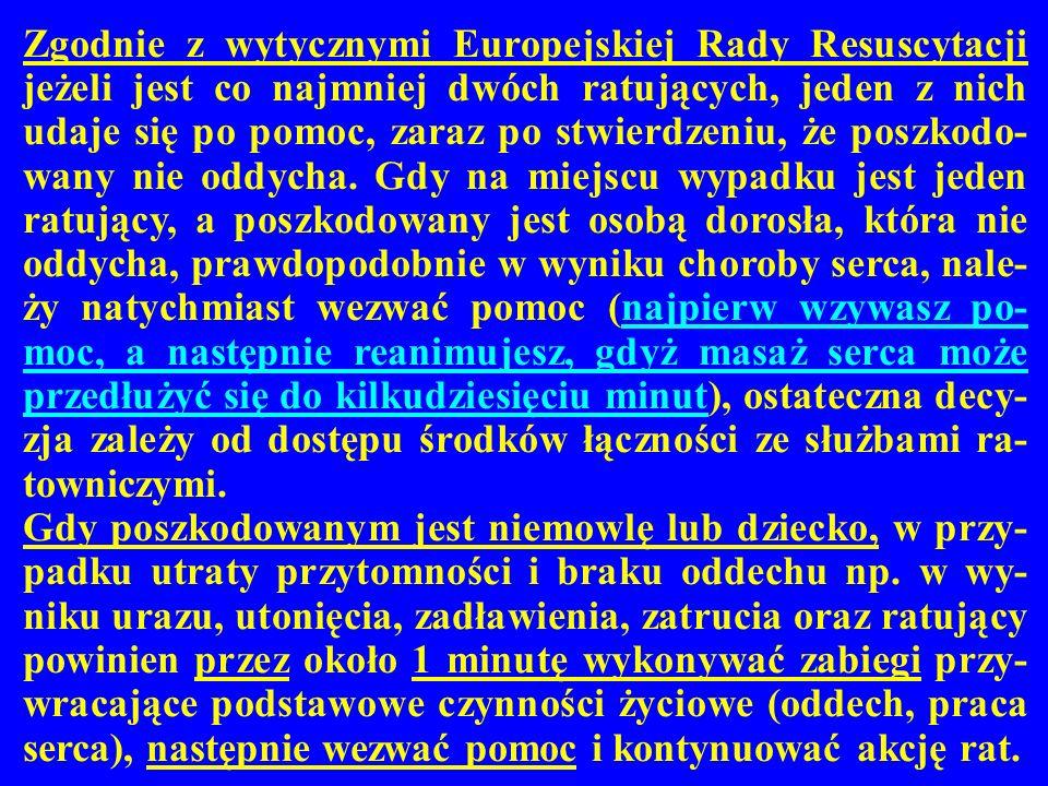 Zgodnie z wytycznymi Europejskiej Rady Resuscytacji jeżeli jest co najmniej dwóch ratujących, jeden z nich udaje się po pomoc, zaraz po stwierdzeniu,