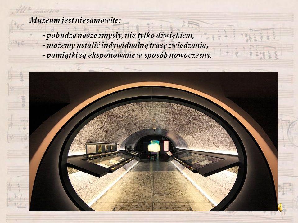 Muzeum jest niesamowite: - pobudza nasze zmysły, nie tylko dźwiękiem, - możemy ustalić indywidualną trasę zwiedzania, - pamiątki są eksponowane w spos
