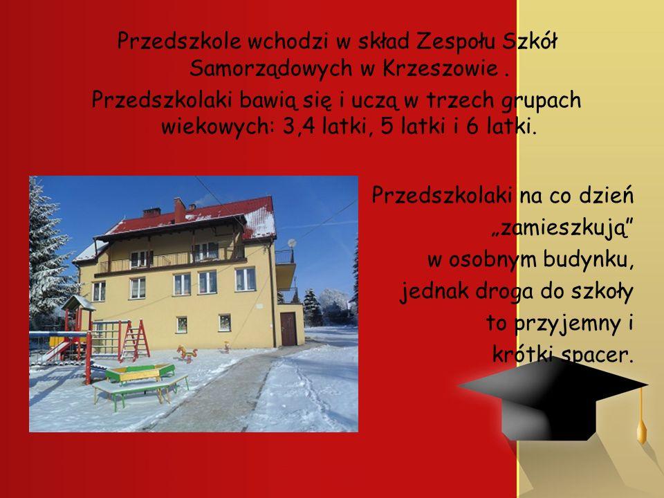 Przedszkole wchodzi w skład Zespołu Szkół Samorządowych w Krzeszowie. Przedszkolaki bawią się i uczą w trzech grupach wiekowych: 3,4 latki, 5 latki i