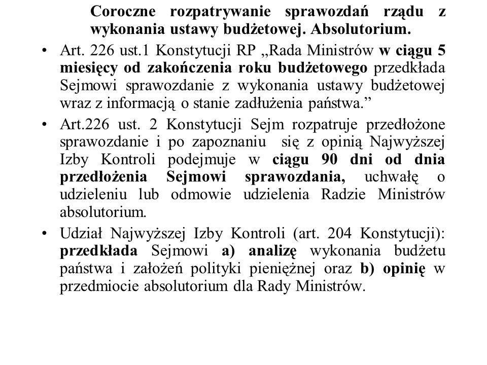Środki kontroli przyznane indywidualnym posłom Prawo do informacji i prawo do interwencji (ustawa o wykonywaniu mandatu posła i senatora) pytania parlamentarne - rodzaje: - interpelacje – sprawy o zasadniczym charakterze i odnoszące się do problemów związanych z polityką państwa (forma pisemna, obowiązek udzielenia odpowiedzi w ciągu 21 dni, możliwość żądania dodatkowych wyjaśnień, - zapytania poselskie – sprawy o charakterze jednostkowym, dotyczące prowadzonej przez Radę Ministrów polityki wewnętrznej i zagranicznej oraz wykonywanych przez administrację rządową zadań publicznych, forma pisemna, obowiązek udzielenia odpowiedzi w ciągu 21 dni, brak możliwości żądania dodatkowych wyjaśnień, - pytania w sprawach bieżących – forma ustana, zgłaszane do 21.00 dnia poprzedzającego posiedzenie plenarne Sejmu