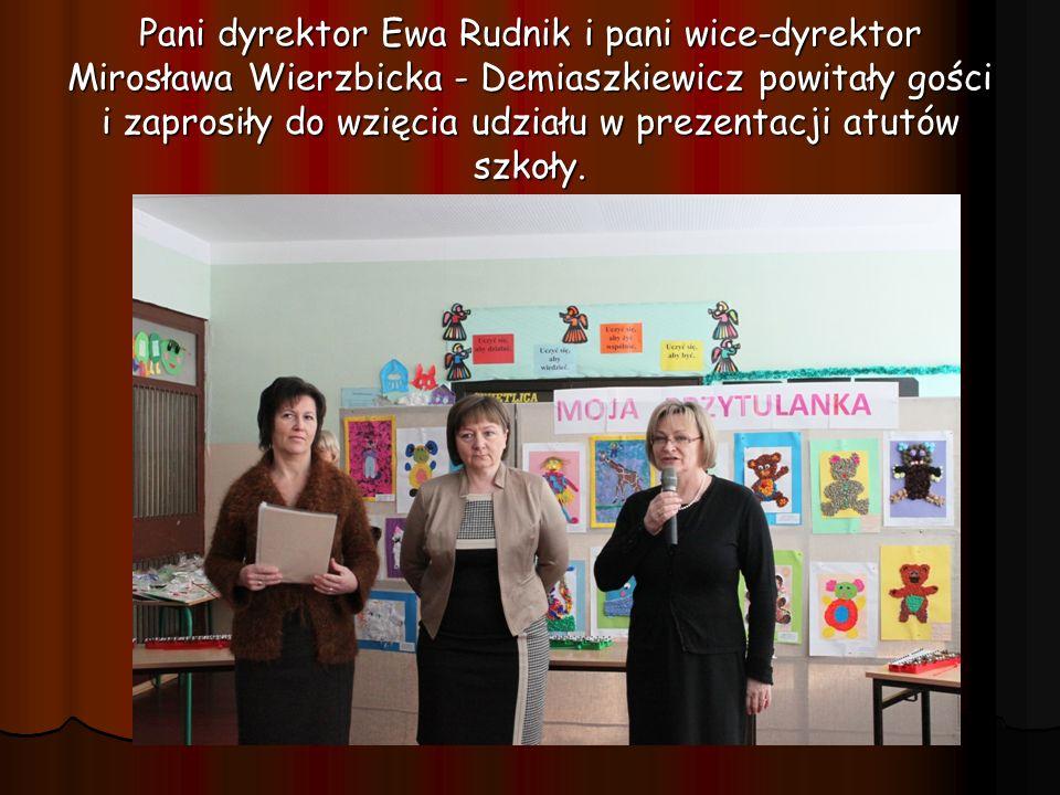 Pani dyrektor Ewa Rudnik i pani wice-dyrektor Mirosława Wierzbicka - Demiaszkiewicz powitały gości i zaprosiły do wzięcia udziału w prezentacji atutów