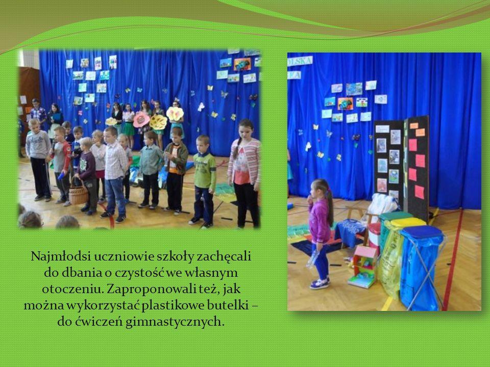 Najmłodsi uczniowie szkoły zachęcali do dbania o czystość we własnym otoczeniu.
