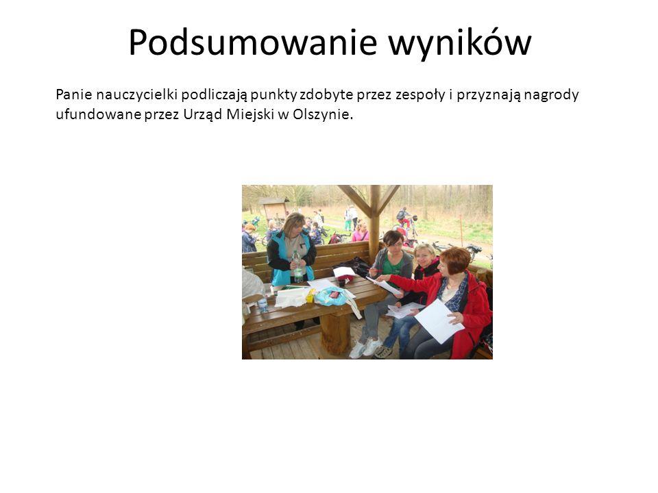 Podsumowanie wyników Panie nauczycielki podliczają punkty zdobyte przez zespoły i przyznają nagrody ufundowane przez Urząd Miejski w Olszynie.