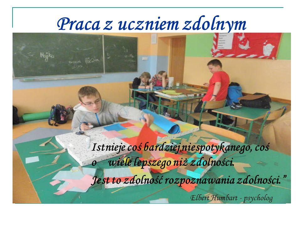 Zdolni uczniowie na zadania zbyt łatwe i niewymagające żadnego wysiłku reagują znudzeniem i frustracją.