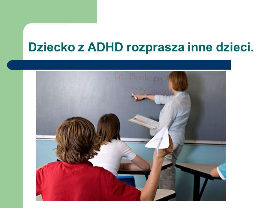Dziecko z ADHD rozprasza inne dzieci.