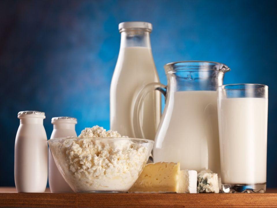 MIĘSO, DRÓB, WĘDLINY, RYBY, JAJA, ORZECHY, NASIONA ROŚLIN STRĄCZKOWYCH Ta grupa produktów jest przede wszystkim bardzo dobrym źródłem białka, dobrze przyswajalnego żelaza, cynku oraz witaminy A,D i B.