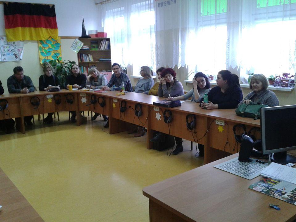 Forma debaty miała rodzaj dyskusji plenarnej, gdyż umożliwia zaangażowanie szerokiego grona uczestników.