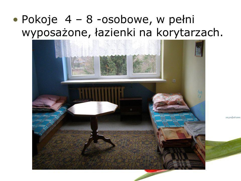 Pokoje 4 – 8 -osobowe, w pełni wyposażone, łazienki na korytarzach.