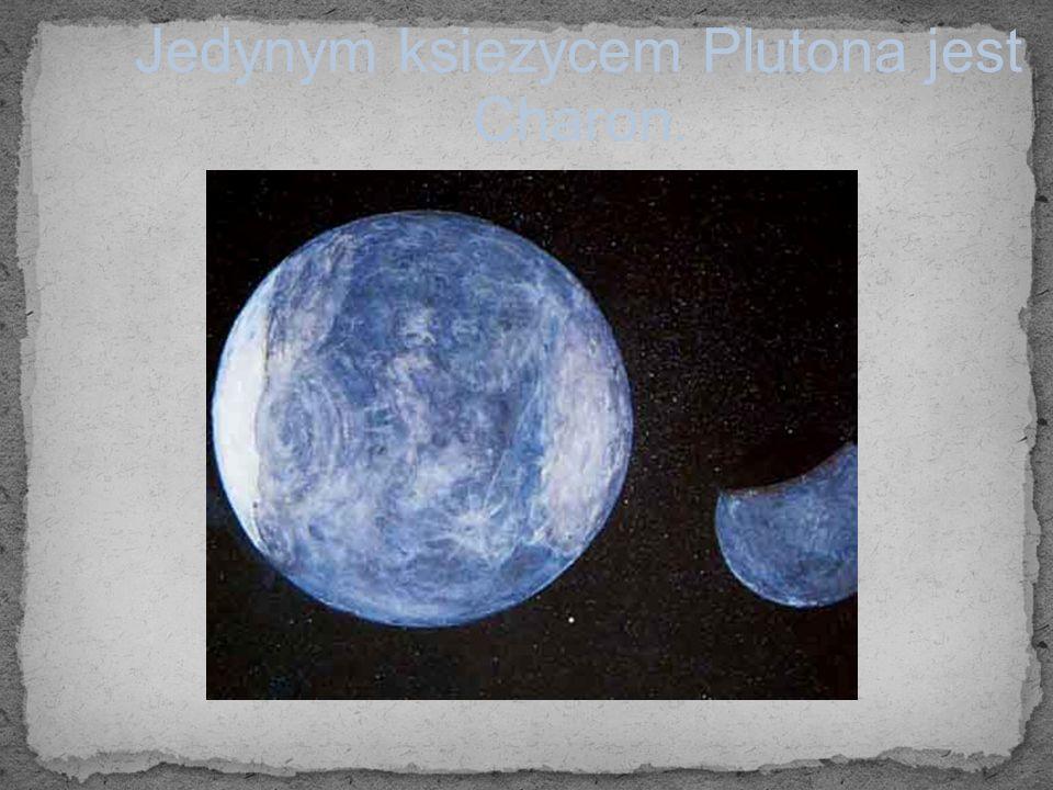 Jedynym ksiezycem Plutona jest Charon.