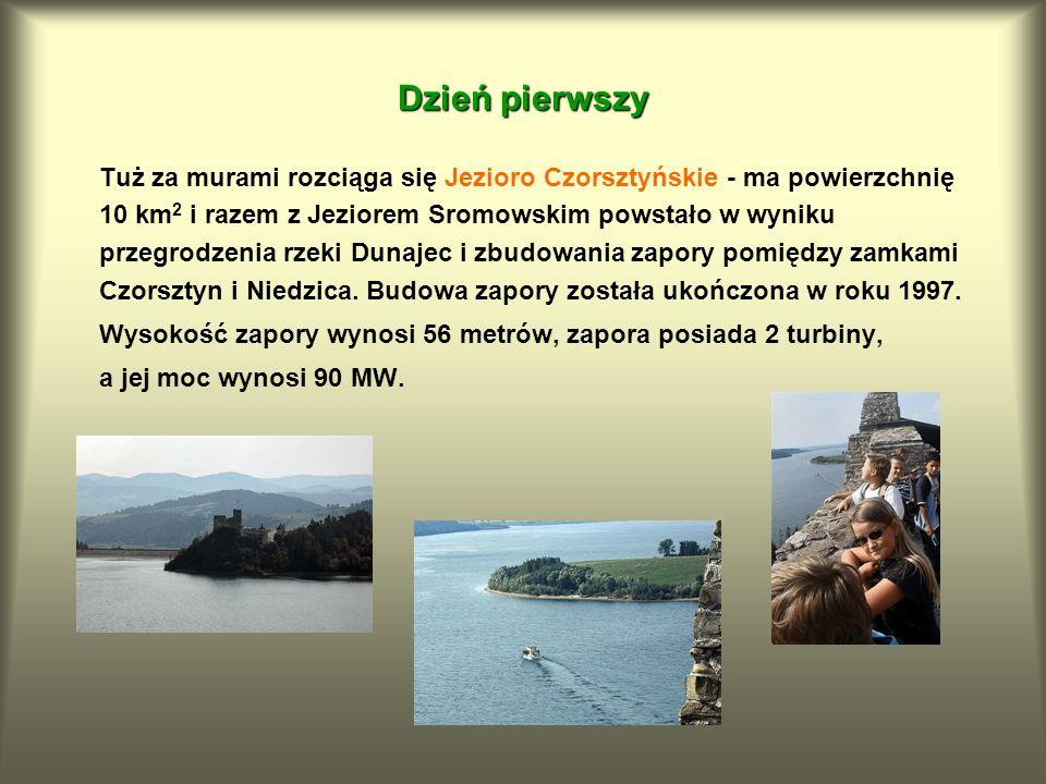 Tuż za murami rozciąga się Jezioro Czorsztyńskie - ma powierzchnię 10 km 2 i razem z Jeziorem Sromowskim powstało w wyniku przegrodzenia rzeki Dunajec