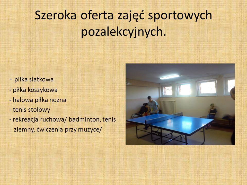 Szeroka oferta zajęć sportowych pozalekcyjnych. - piłka siatkowa - piłka koszykowa - halowa piłka nożna - tenis stołowy - rekreacja ruchowa/ badminton
