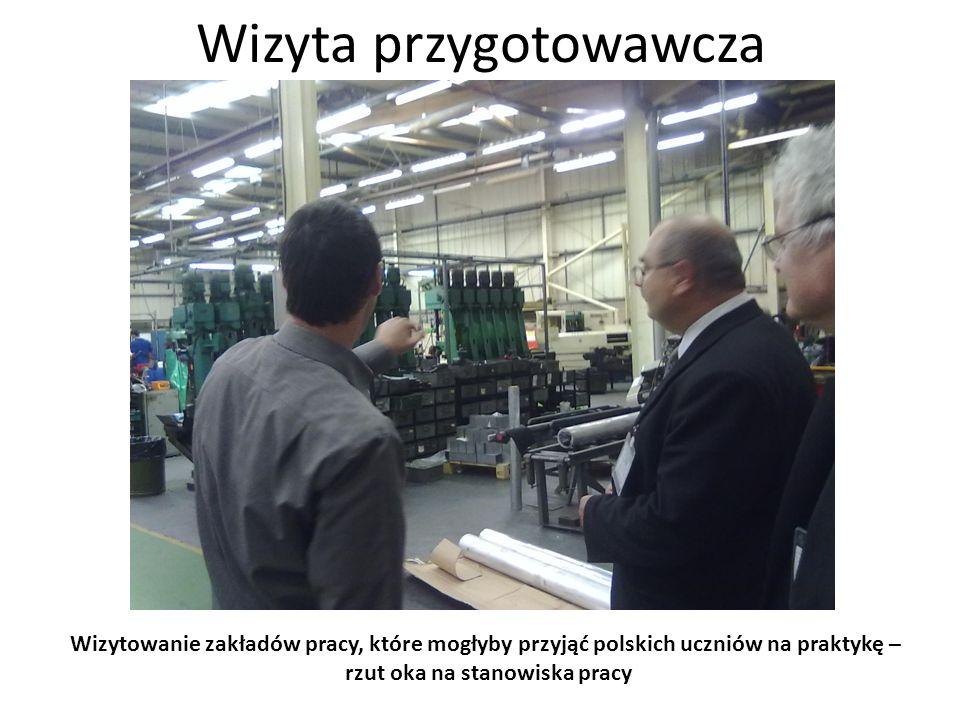 Wizyta przygotowawcza Wizytowanie zakładów pracy, które mogłyby przyjąć polskich uczniów na praktykę – oglądanie efektów pracy tokarki CNC