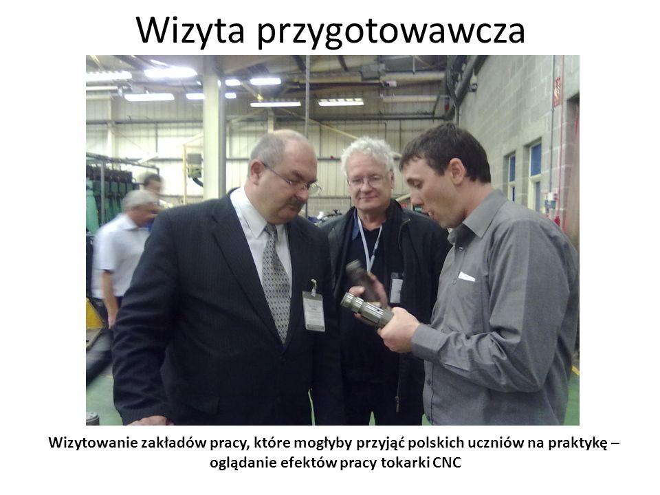 Wizyta przygotowawcza Wizytowanie zakładów pracy, które mogłyby przyjąć polskich uczniów na praktykę – przy tokarce CNC