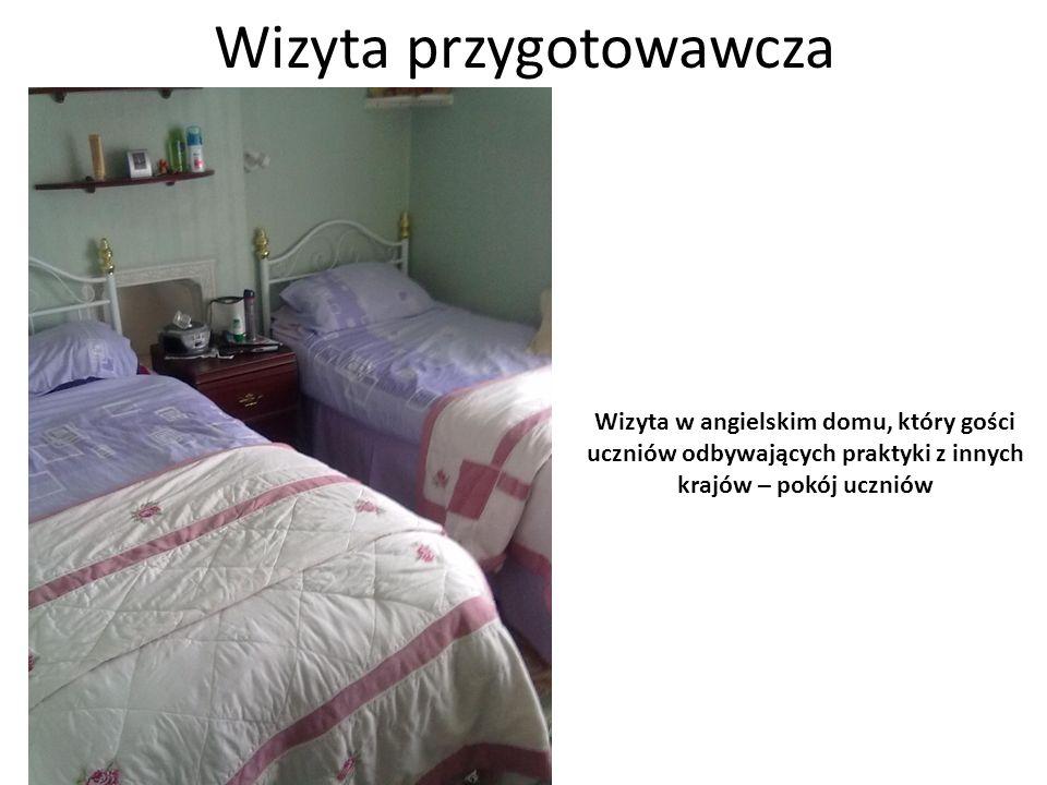 Wizyta przygotowawcza Wizyta w angielskim domu, który gości uczniów odbywających praktyki z innych krajów – łazienka przeznaczona dla gości