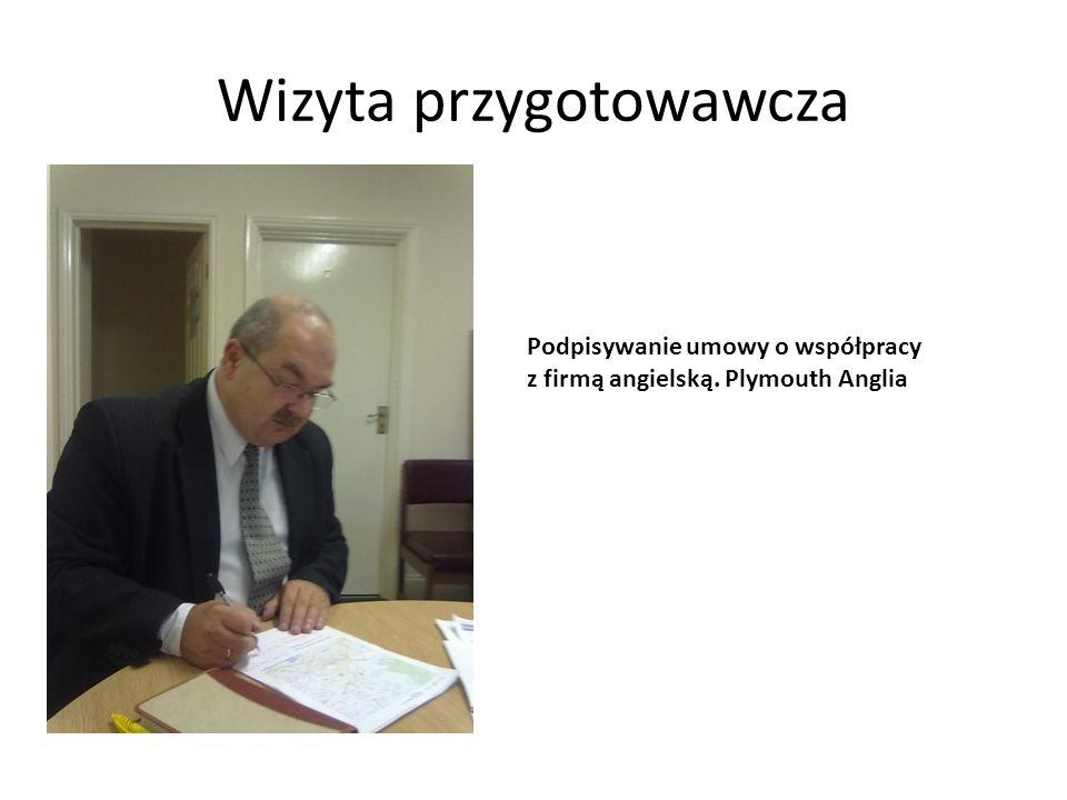 Wizyta przygotowawcza Wizytowanie zakładów pracy, które mogłyby przyjąć polskich uczniów na praktykę – po prawej szef firmy Tellus Group