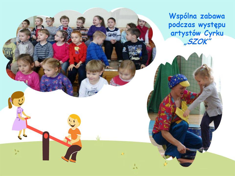 Wspólna zabawa podczas występu artystów Cyrku SZOK