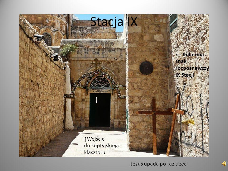 Stacja IX Wejście do koptyjskiego klasztoru Kolumna – znak rozpoznawczy IX Stacji Jezus upada po raz trzeci