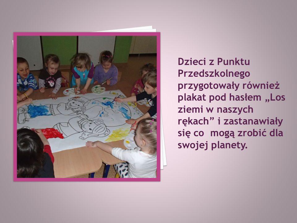 Dzieci z Punktu Przedszkolnego przygotowały również plakat pod hasłem Los ziemi w naszych rękach i zastanawiały się co mogą zrobić dla swojej planety.