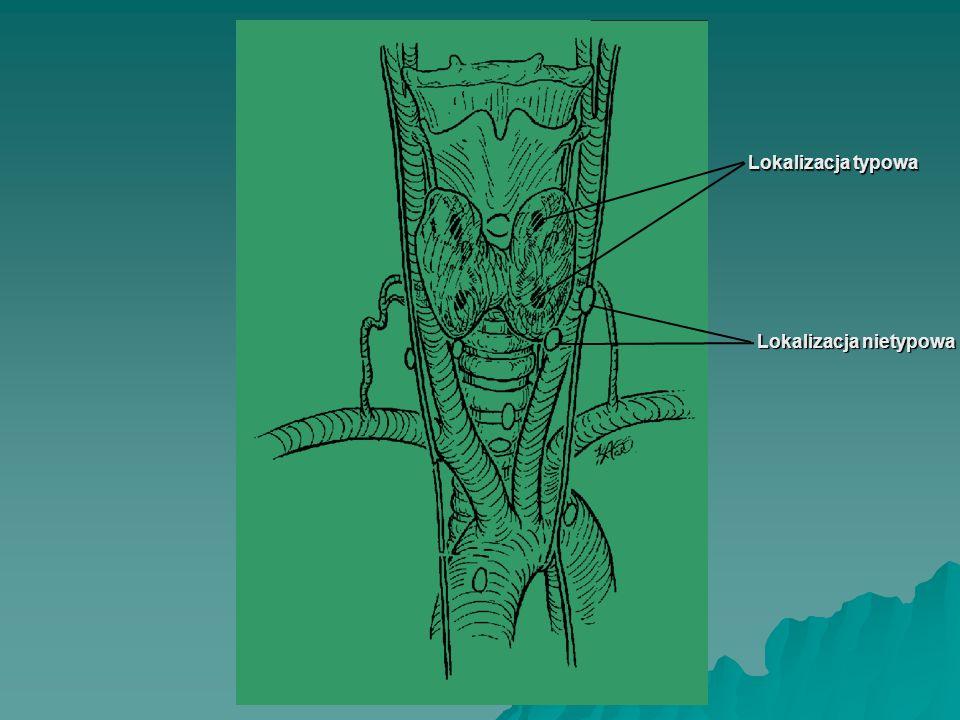 OPERACJE PRZYTARCZYC WE WTÓRNEJ NADCZYNNOŚCI Całkowita resekcja przytarczyc z jednoczasową autotransplantacją (T-Ptx+AT) fragmentów gruczołu: –pod powięź mięśnia ramienno-promieniowego (na to przedramię, na którym nie ma tętniczo-żylnej przetoki do dializ) –w obręb mięśnia mostkowo-obojczykowo-sutkowego (sposobem Alveryda)