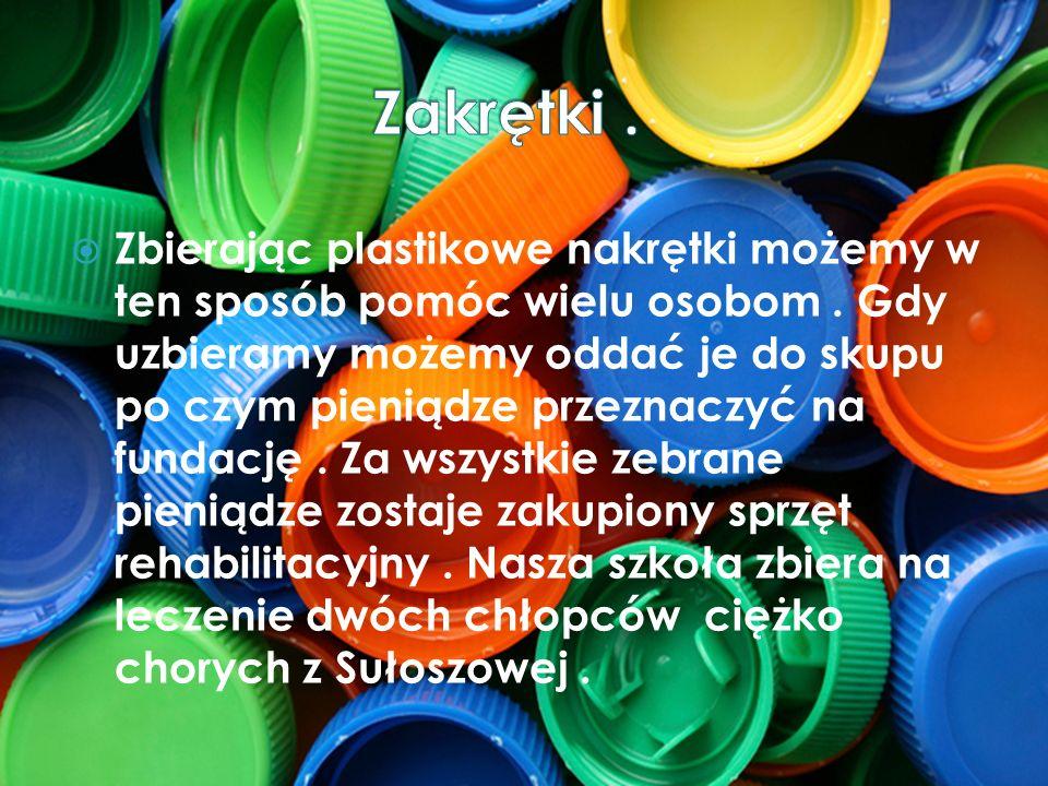 Zbierając plastikowe nakrętki możemy w ten sposób pomóc wielu osobom. Gdy uzbieramy możemy oddać je do skupu po czym pieniądze przeznaczyć na fundację