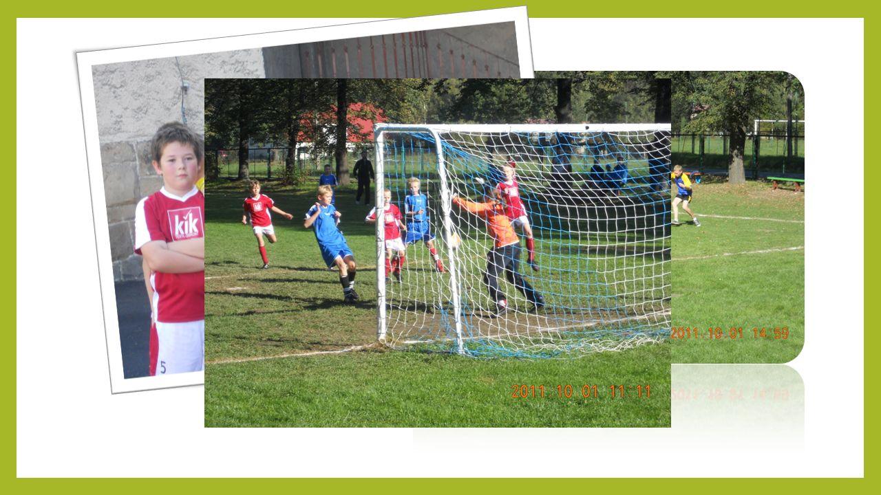 NASZ PIERWSZY TURNIEJ Z inicjatywy naszych rodziców został zorganizowany I Turniej o Puchar Wójta Gminy Kłodzko w naszej miejscowości. Zostały zakupio