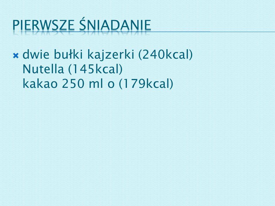 dwie bułki kajzerki (240kcal) Nutella (145kcal) kakao 250 ml o (179kcal)