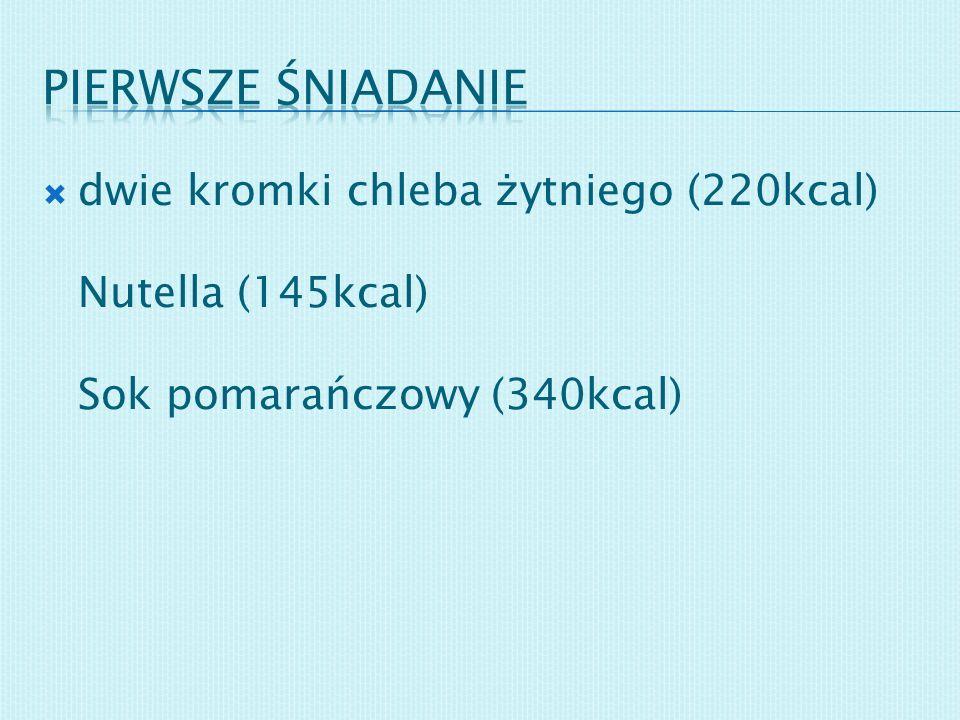 dwie kromki chleba żytniego (220kcal) Nutella (145kcal) Sok pomarańczowy (340kcal)