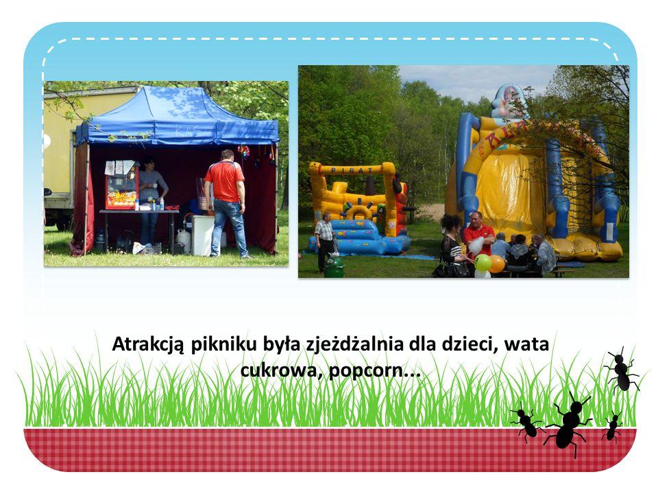 Atrakcją pikniku była zjeżdżalnia dla dzieci, wata cukrowa, popcorn...