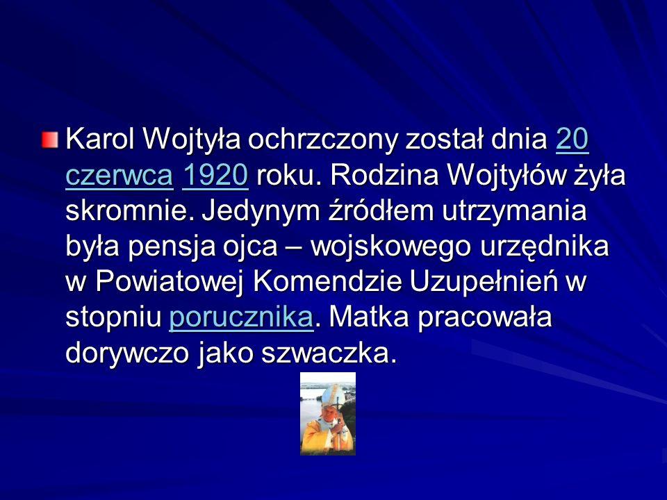 Karol Wojtyła ochrzczony został dnia 20 czerwca 1920 roku. Rodzina Wojtyłów żyła skromnie. Jedynym źródłem utrzymania była pensja ojca – wojskowego ur