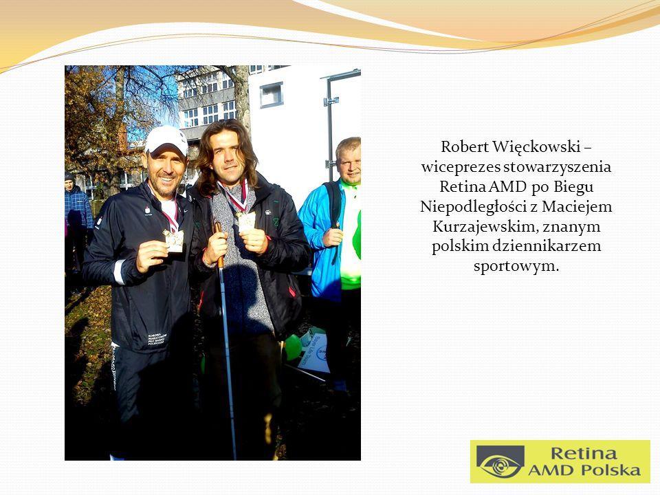 Robert Więckowski – wiceprezes stowarzyszenia Retina AMD po Biegu Niepodległości z Maciejem Kurzajewskim, znanym polskim dziennikarzem sportowym.