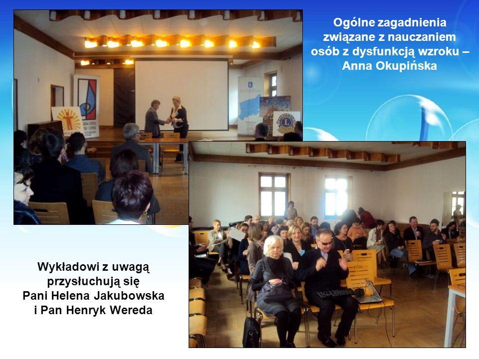 Ogólne zagadnienia związane z nauczaniem osób z dysfunkcją wzroku – Anna Okupińska Wykładowi z uwagą przysłuchują się Pani Helena Jakubowska i Pan Hen