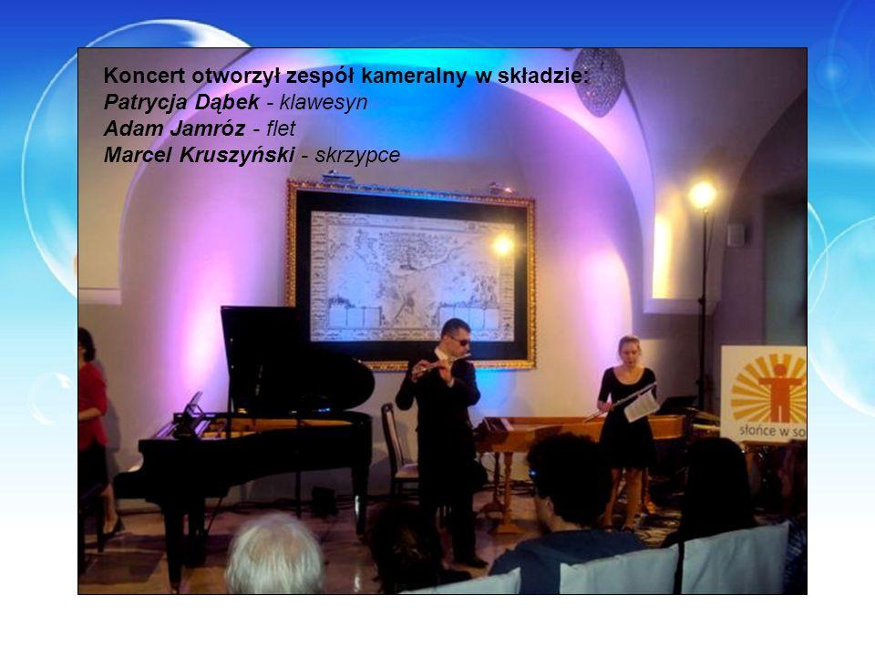 Koncert otworzył zespół kameralny w składzie: Patrycja Dąbek - klawesyn Adam Jamróz - flet Marcel Kruszyński - skrzypce