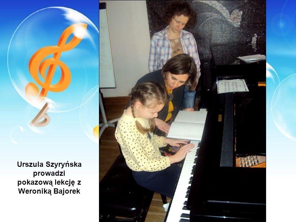 Urszula Szyryńska prowadzi pokazową lekcję z Weroniką Bajorek