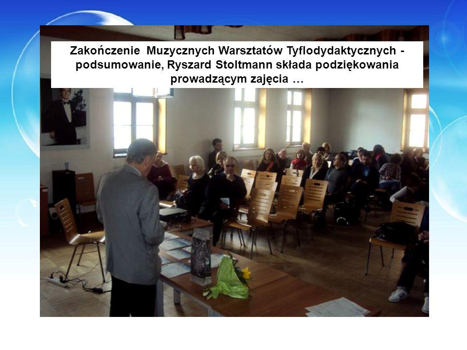 Zakończenie Muzycznych Warsztatów Tyflodydaktycznych - podsumowanie, Ryszard Stoltmann składa podziękowania prowadzącym zajęcia …