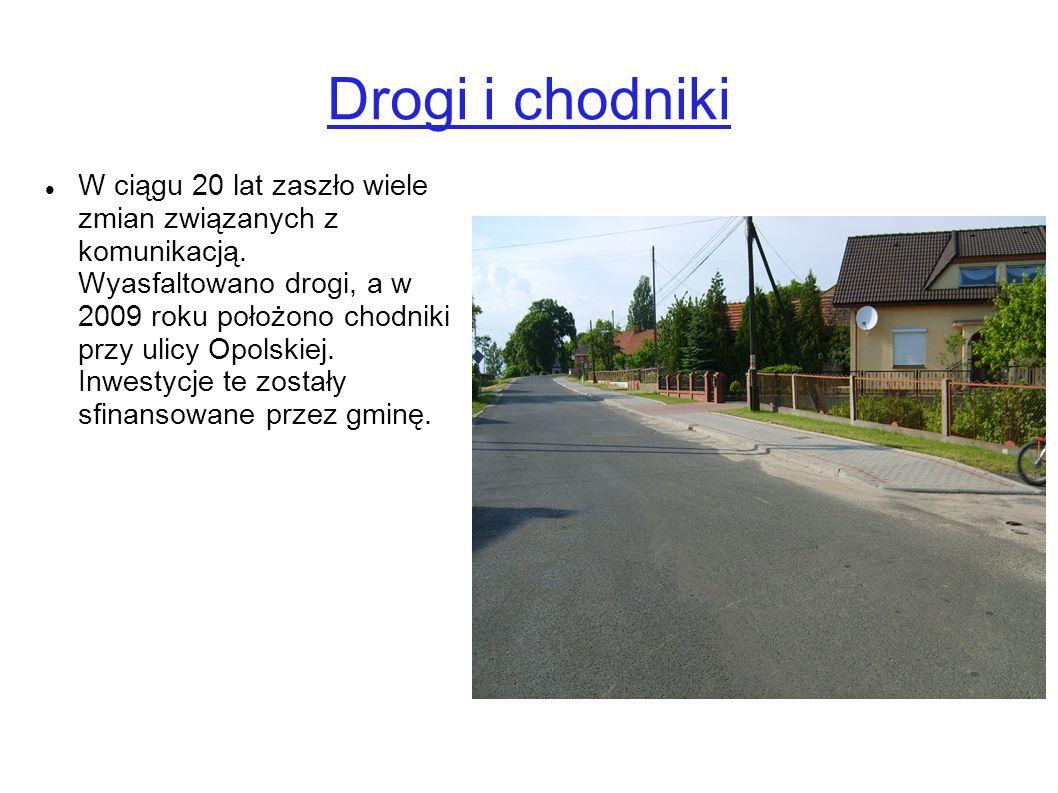 Drogi i chodniki W ciągu 20 lat zaszło wiele zmian związanych z komunikacją. Wyasfaltowano drogi, a w 2009 roku położono chodniki przy ulicy Opolskiej