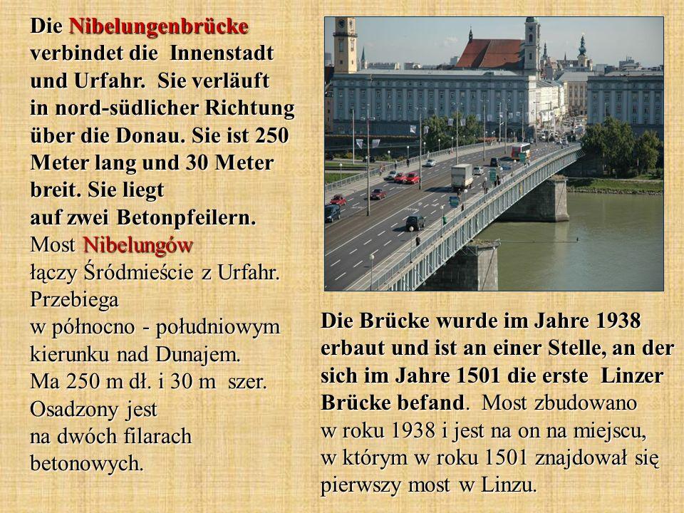 Die Brücke wurde im Jahre 1938 erbaut und ist an einer Stelle, an der sich im Jahre 1501 die erste Linzer Brücke befand.