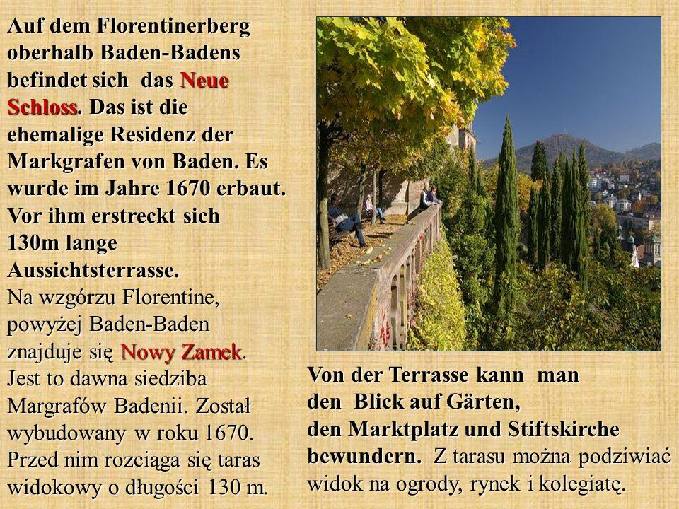 Von der Terrasse kann man den Blick auf Gärten, den Marktplatz und Stiftskirche bewundern. Z tarasu można podziwiać widok na ogrody, rynek i kolegiatę