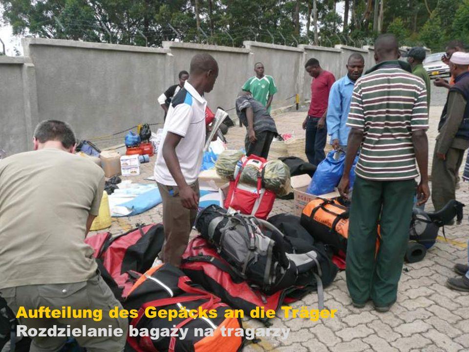 Aufteilung des Gepäcks an die Träger Rozdzielanie bagaży na tragarzy